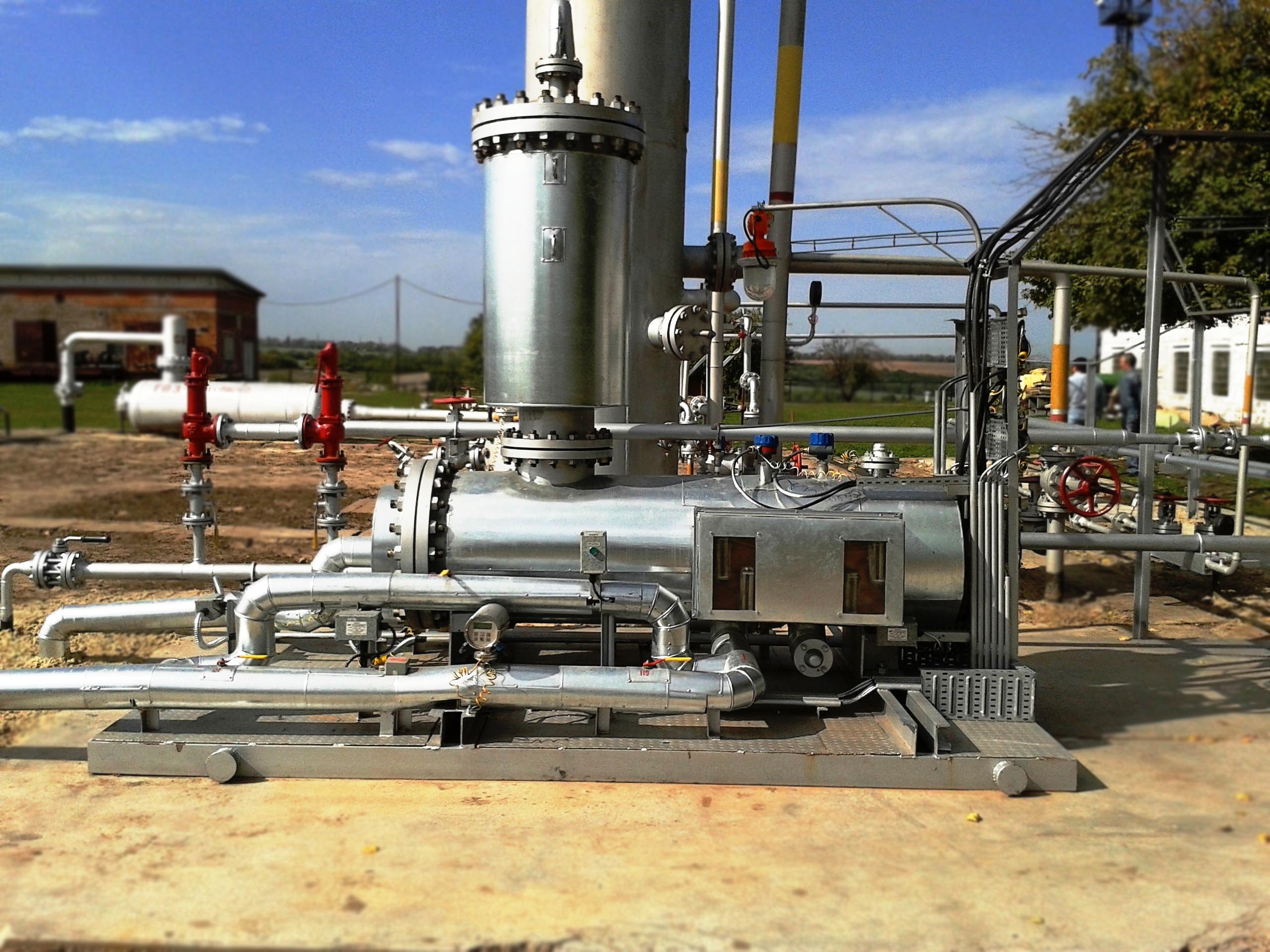 SKID-MOUNTED SEPARATION-MEASURING COMPLEX FOR GAS, HYDROCARBON CONDENSATE AND WATER FISCAL METERING